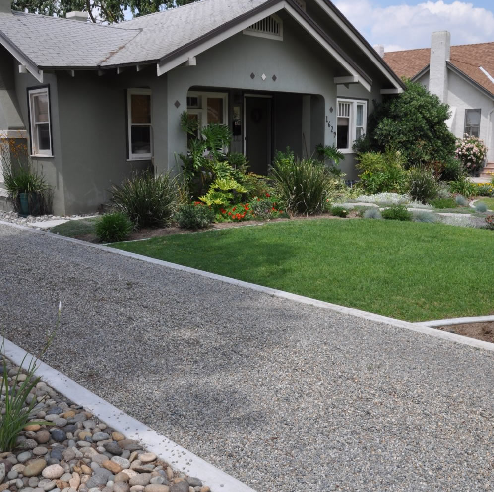 Gravel Driveway: Rock Lined Gravel Driveway